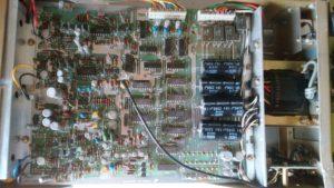 岩通 IWATSU UC-8152 UNIVERSAL COUNTER 100MHz の内部1